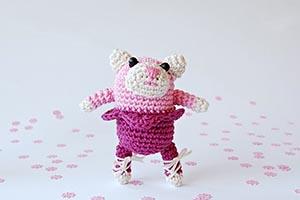 My first amigurumi (likes pink)