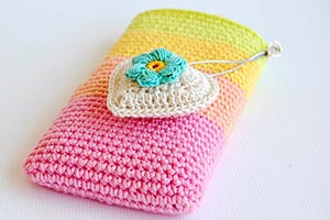 Crochet cell phone pouch