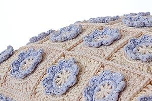 Little flower crochet pillow