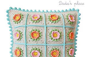 Flowery granny square pillow pattern