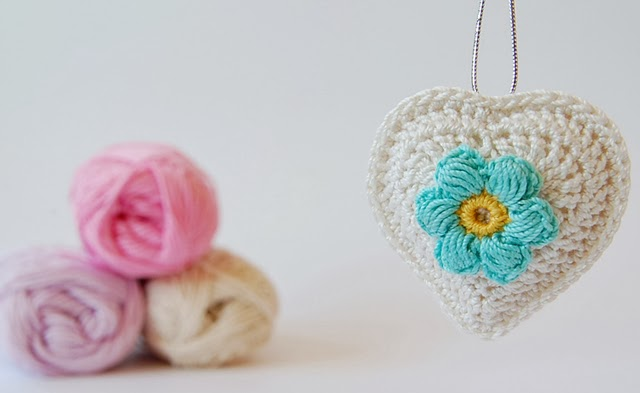 Beautifu crochet hearts free pattern