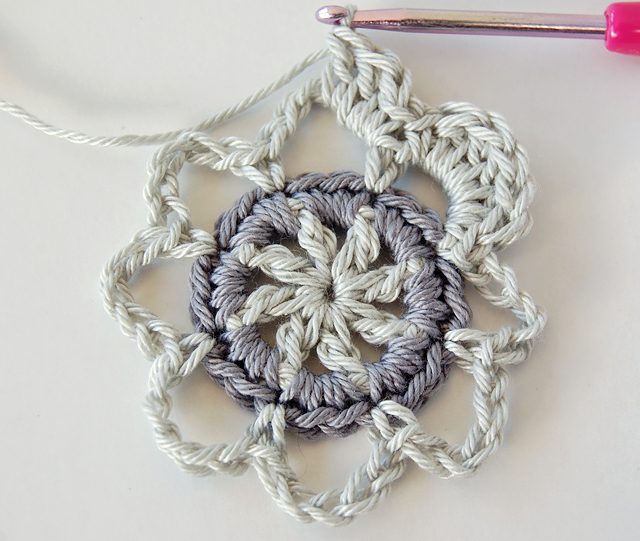 Beautiful crochet motif step by step photo tutorial