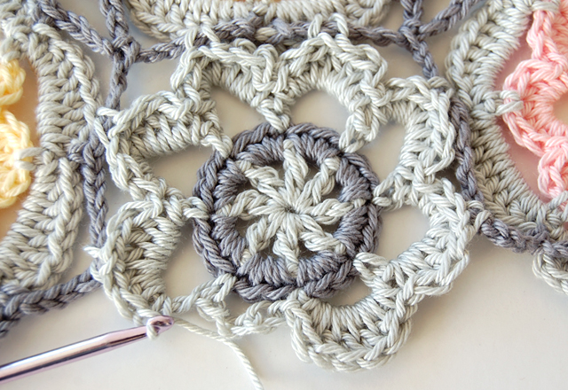 Beautiful crochet shawl free step by step photo tutorial