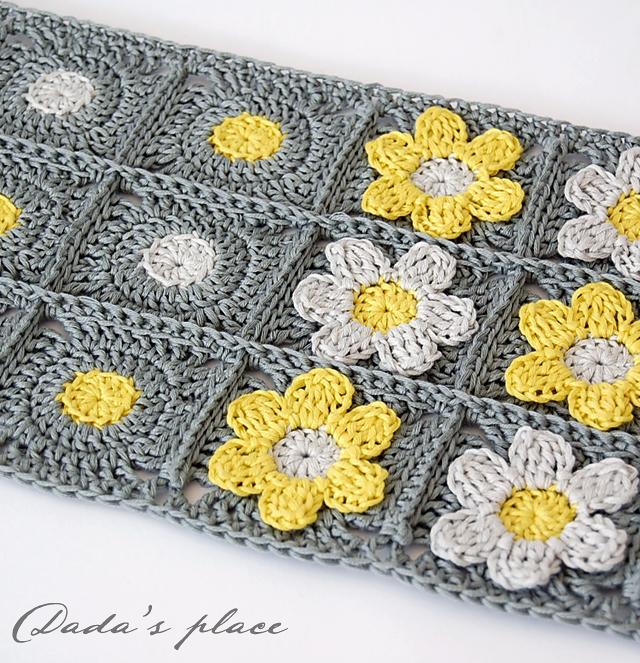 Beautiful flowery crochet scarf pattern