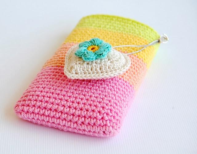 Beautiful phone pouch free pattern