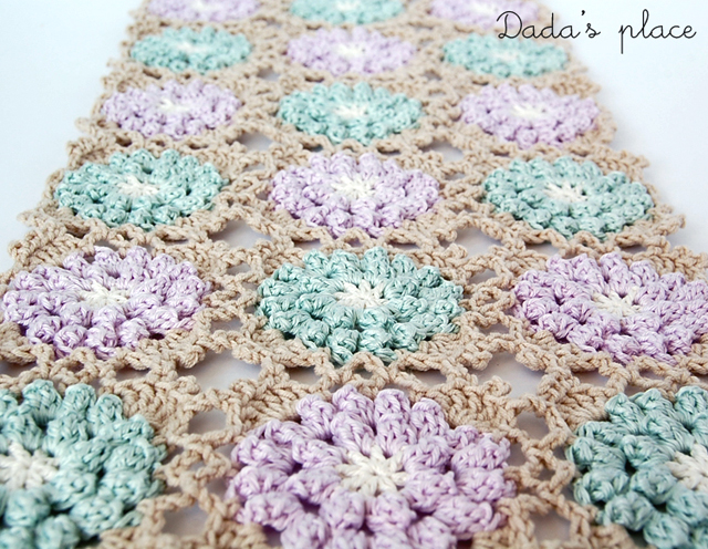 Beautiful popcorn granny square pattern