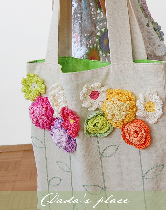 Beautiful tote bag with crochet flowers