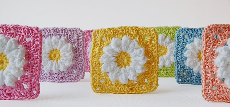 Colorful daisy granny squares free pattern