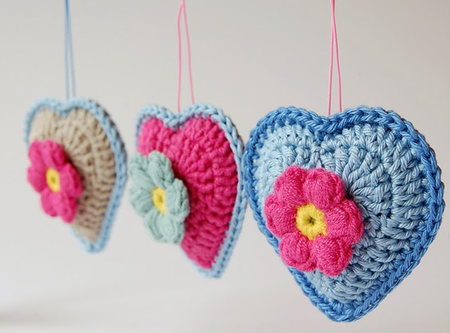 Facebook Crochet Patterns : Crochet hearts free pattern