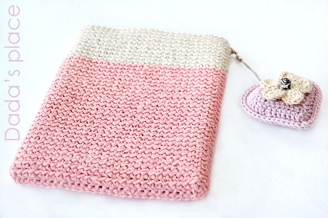 Crochet kindle pouch