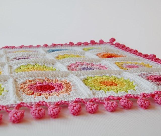 Crochet pom pom edge
