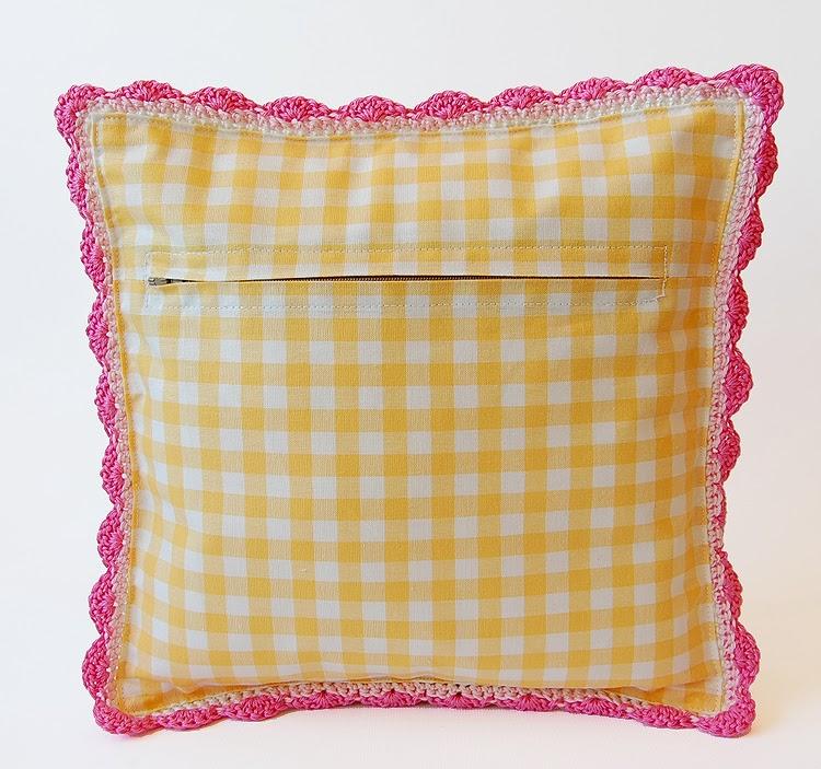 Dadas place Blooming garden pillow