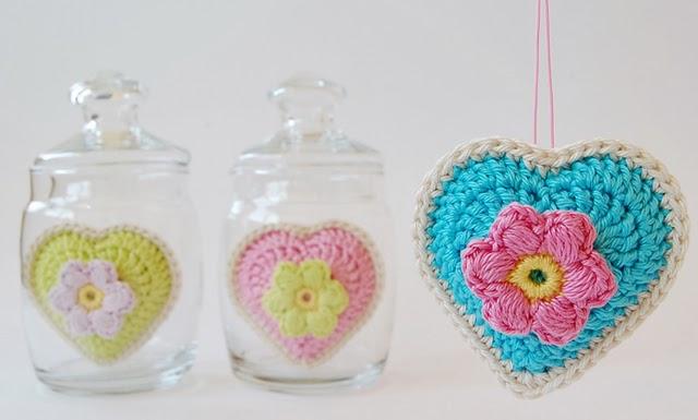 Dadas place crochet hearts