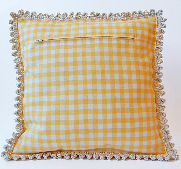 Dadas place free crochet cushion pattern
