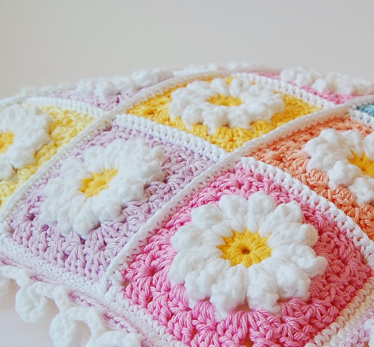 Daisy crochet pillow free pattern