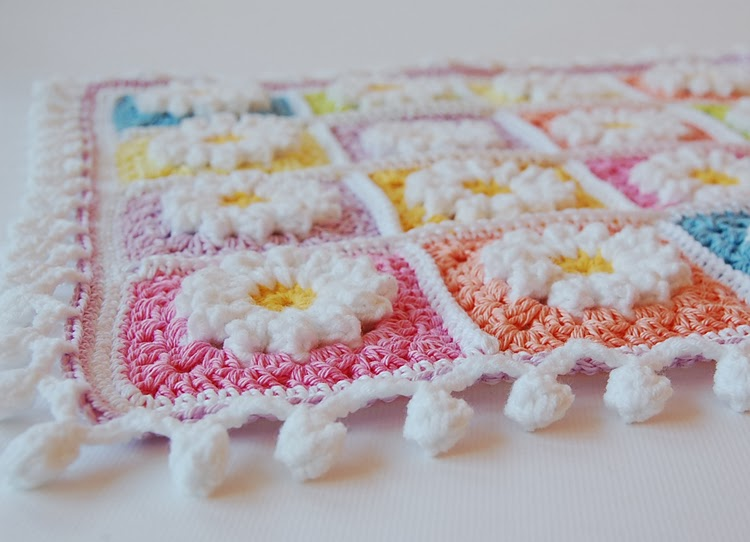 Daisy granny square pom pom edge free pattern
