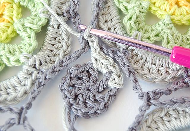 Flowery crochet motif free pattern