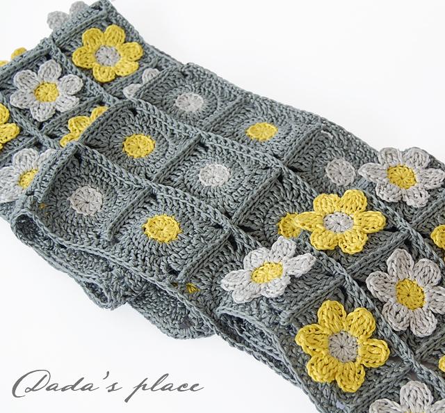 Flowery crochet scarf pattern