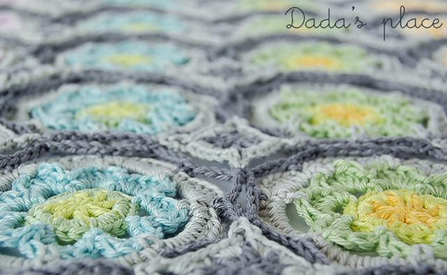 Flowery crochet shawl
