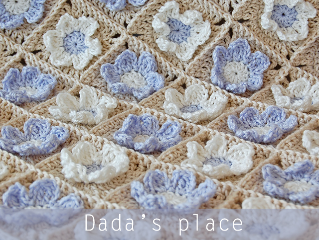 Flowery granny square baby blanket pattern