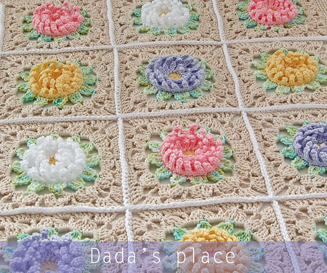 Flowery granny square blanket pattern