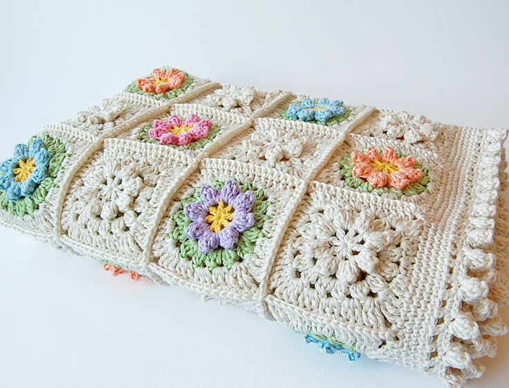 Flowery granny square free pattern
