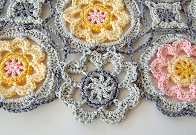 Free crochet flower tutorial for beginners