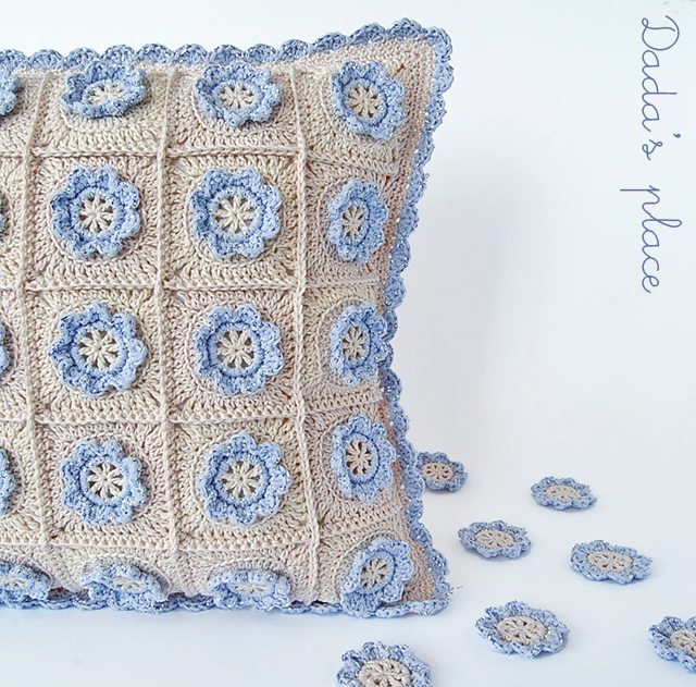 Little flower crochet pillow