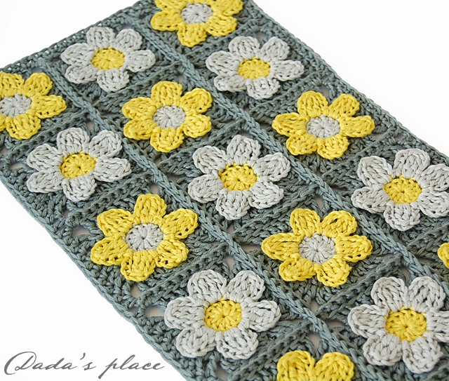 Little flowers crochet scarf pattern