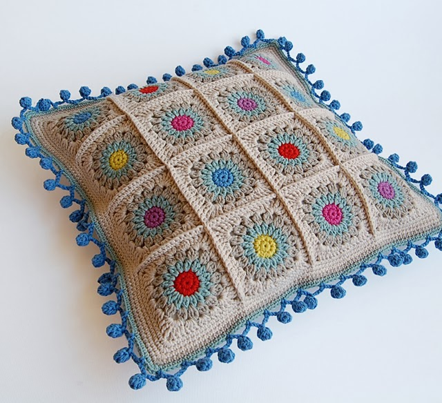 Rosie posie granny square cushion free pattern