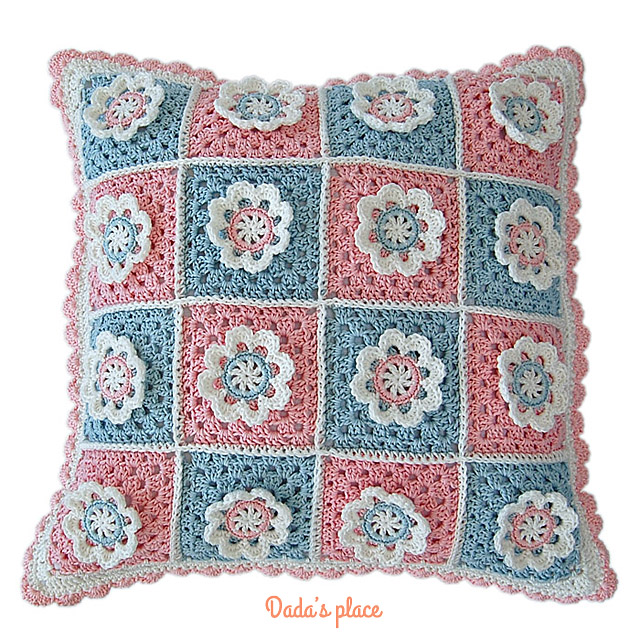 Flower granny square cushion pattern