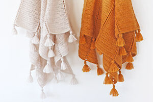 Al Amal crochet shawl pattern and step-by-step tutorial by dadas place